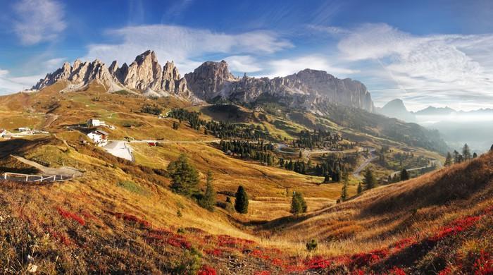 Carta da parati panorama della montagna in alpi italia for Carta da parati per casa in montagna