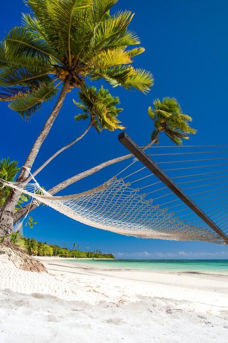 Vinylová Tapeta Prázdné houpací síť pod palmami a detaily písku - Prázdniny