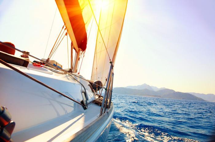 Vinylová Tapeta Yacht Sailing proti západu slunce. Plachetnice. Yachting. Plachtění - Témata