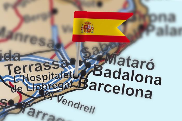 Vinylová Tapeta Pin s vlajkou Španělska v Barceloně - Evropská města