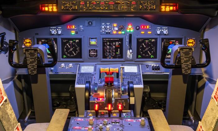 Cockpit of an homemade flight simulator boeing 737 800 for Cockpit wall mural