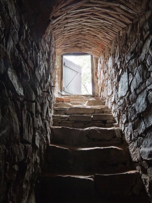 tableau sur toile escalier de pierre allant de une cave. Black Bedroom Furniture Sets. Home Design Ideas