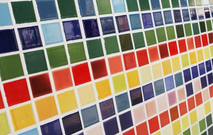 Carta da parati piastrelle colorate pixers viviamo for Piastrelle in vinile