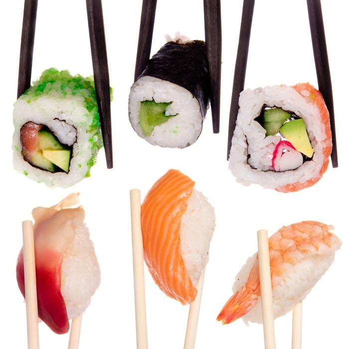 fototapete sushi mit st bchen isoliert ber wei em hintergrund pixers wir leben um zu. Black Bedroom Furniture Sets. Home Design Ideas