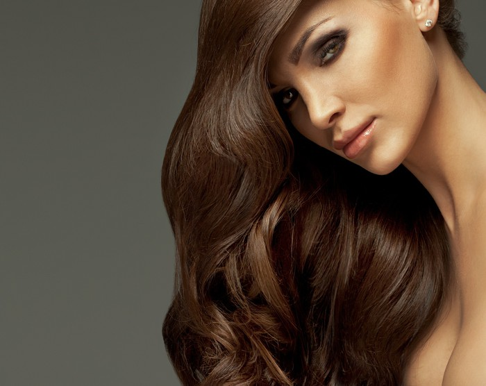 Vinylová Tapeta Krásná dívka s dlouhými vlasy a dokonalý make-up -