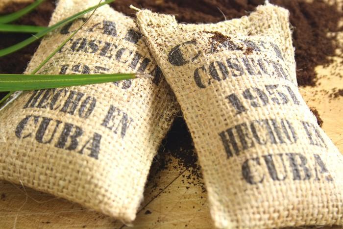 Preferenza Carta da Parati Sacchi di juta di caffè cubano • Pixers® - Viviamo  IT54