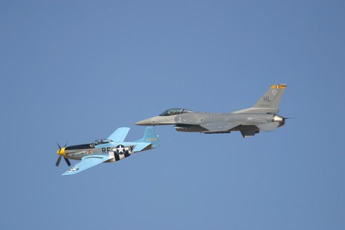Vinylová Tapeta Spitfire a F16 - Vzduch