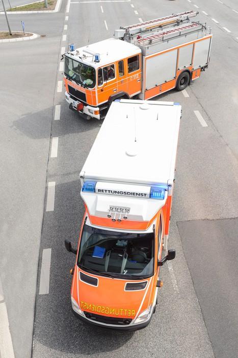 Vinylová Tapeta Rettungswagen und Feuerwehrfahrzeug - Život