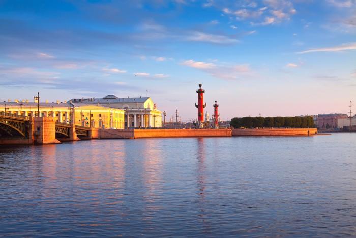 Vinylová Tapeta Plivat ostrova Vasilijevskij v letní ráno - Evropa