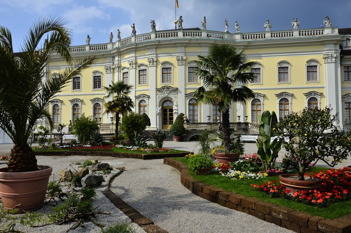papier peint ludwigsburg baroque ch teau jardin pixers nous vivons pour changer. Black Bedroom Furniture Sets. Home Design Ideas