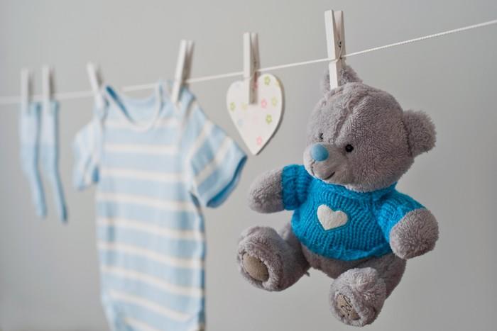 Vinylová Tapeta Modré dětské oblečení na prádelní šňůru - Život