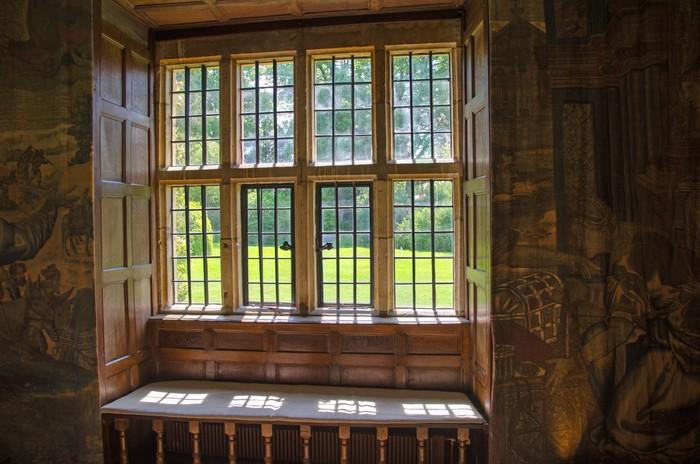 fototapete blick durch steinpfosten fenster england pixers wir leben um zu ver ndern. Black Bedroom Furniture Sets. Home Design Ideas