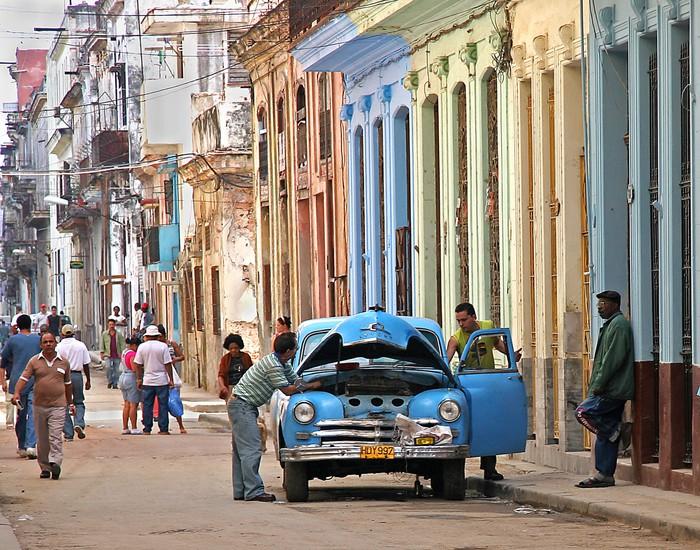 Tableau sur Toile Au point mort à La Havane - iStaging