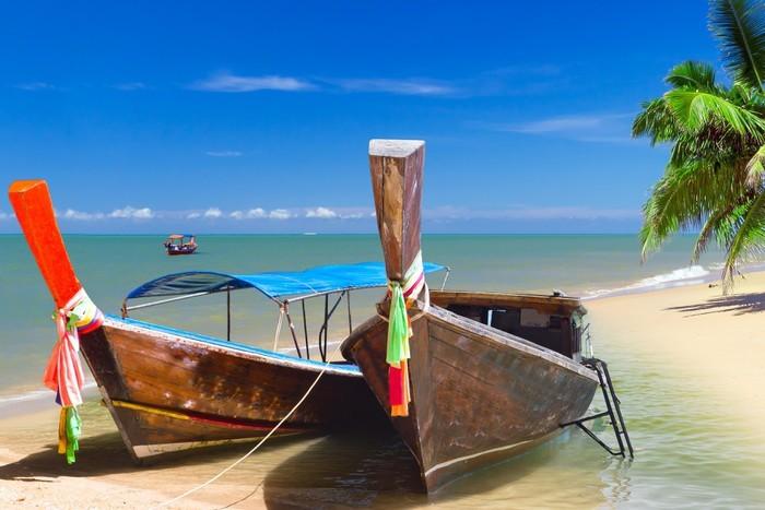 Vinylová Tapeta Dlouhý ocas lodí na pobřeží Andamanského moře v Thajsku - Asie