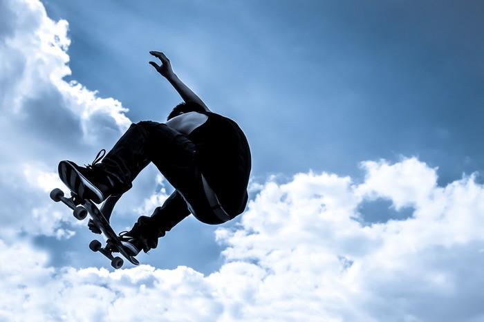 Fototapete blau get nten mondlicht skateboarding abstrakt - Fototapete blau ...