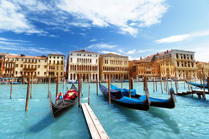 Gondolas in venice italy wall mural pixers we live for Castorama mestre