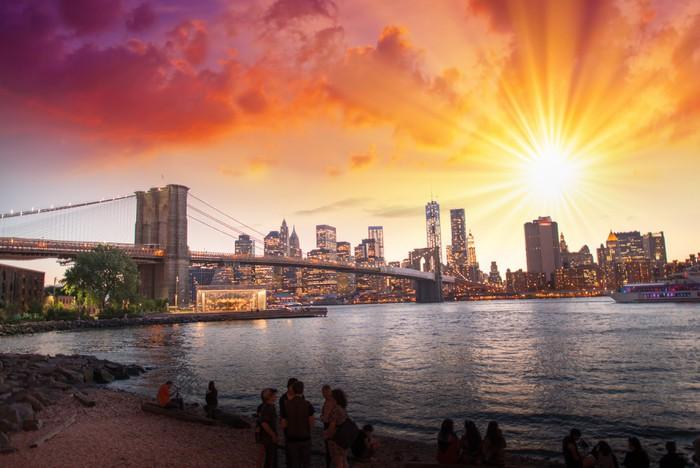 Vinylová Tapeta New York City. Nádherný západ slunce pohled na Brooklyn Bridge a Manh - iStaging