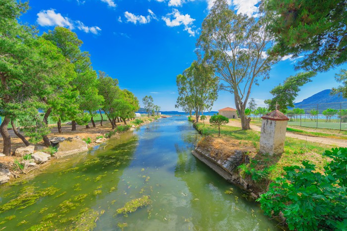 Vinylová Tapeta Řecko Ithaka ostrov pohled na exotické pláži u moře s stromy - Evropská města