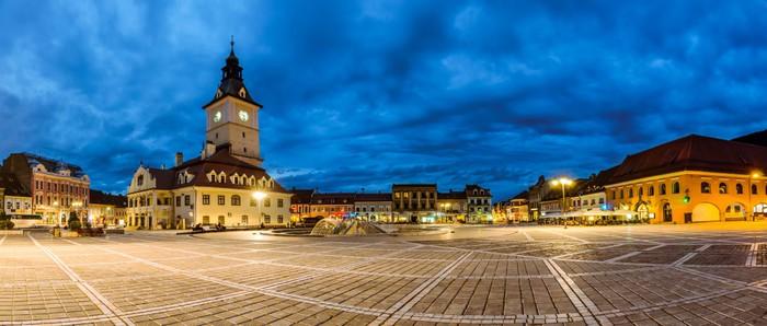 Vinylová Tapeta Panoramatický výhled na náměstí rady v Brašově. noční pohled - Evropa