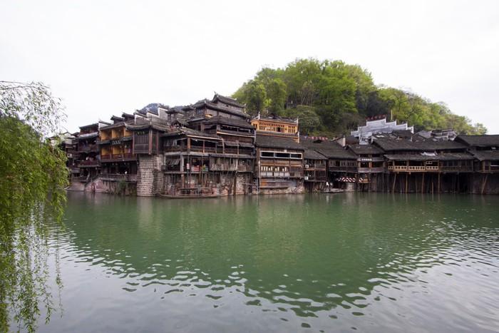 Vinylová Tapeta Tuojiang River obě banky scenérie ve Phoenixu County, china - Asie