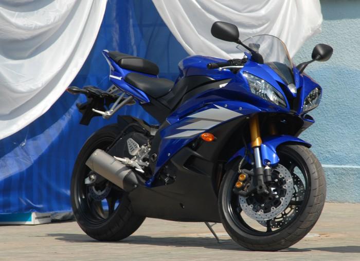 Vinylová fototapeta Moderní sportovní motocykl tmavě modré barvy. - Vinylová fototapeta