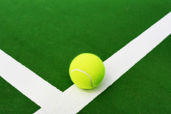 Vinylová Tapeta Tenisový míč na bílé čáry - Tenis
