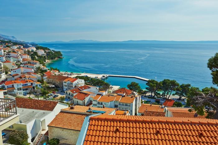 Vinylová Tapeta Krásný výhled na moře z horní části letoviska Brela v Chorvatsku - Evropa