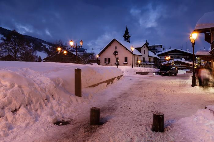 Vinylová Tapeta Lyžařské středisko Megeve na francouzských Alp v noci - Evropa