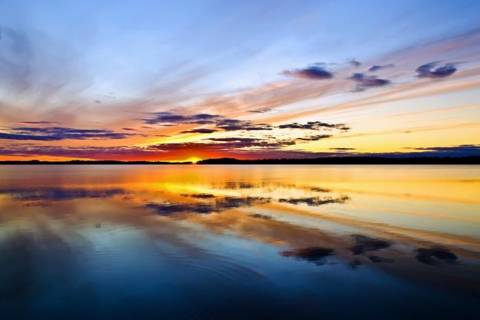 Vinylová Tapeta Slunce jde do postele. Lake Pongomozero, Severní Karélie, Rusko - Nebe