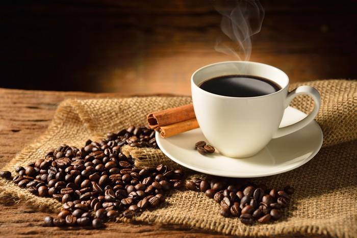 Fototapete Kaffeetasse Und Kaffeebohnen Auf Alten Holz
