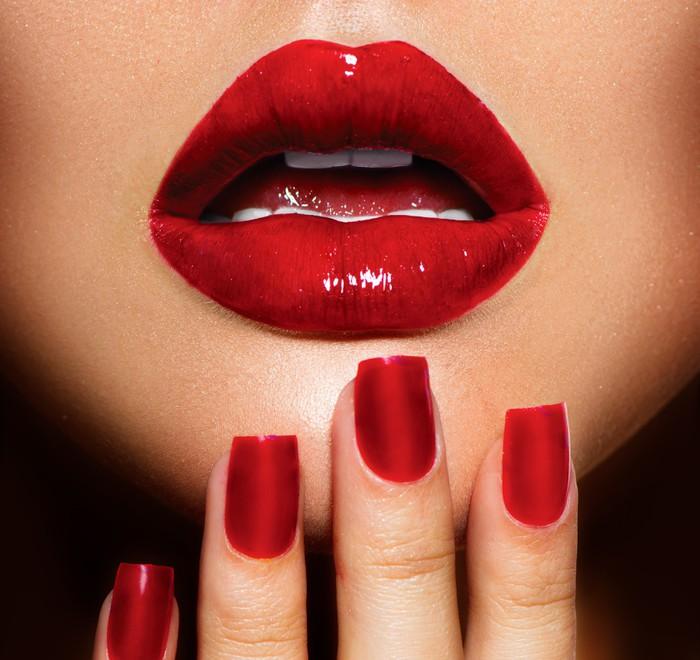 Sticker Pixerstick Lèvres rouges sexy et des ongles gros plan. Manucure et maquillage - Thèmes