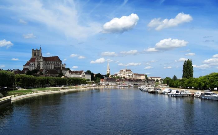 Vinylová Tapeta Vue générale d'Auxerre et sa cathédrale - Evropa