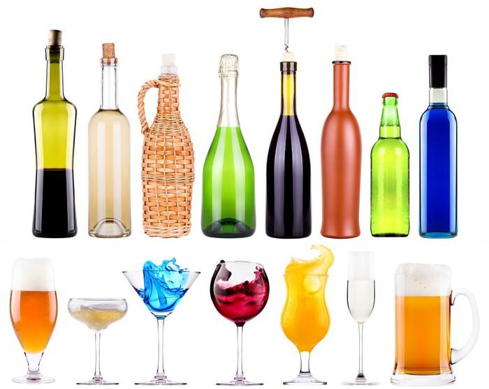 Fototapete Alkoholische Getränke mit Spritzen gesetzt • Pixers ...