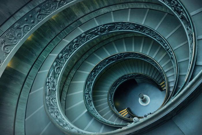 sticker les escaliers en spirale vatican pixers nous vivons pour changer. Black Bedroom Furniture Sets. Home Design Ideas