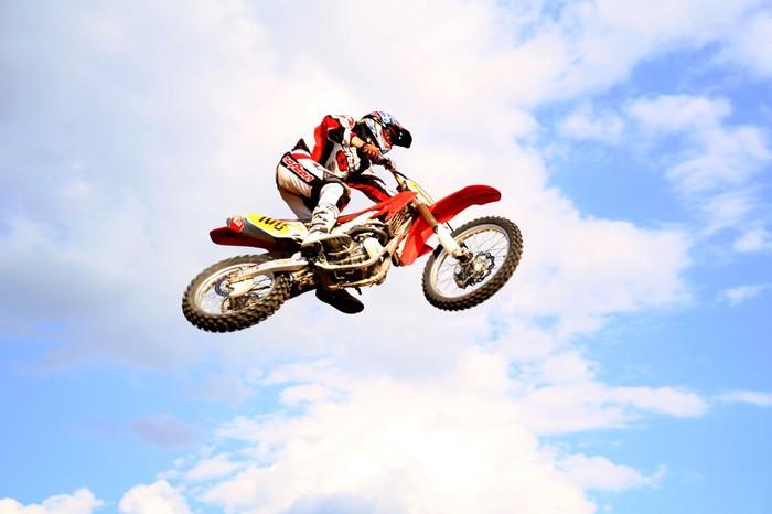 Vinylová Tapeta Motokros na obloze - Extrémní sporty