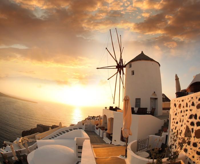 tableau sur toile moulin santorin contre le coucher du soleil de la gr ce pixers nous. Black Bedroom Furniture Sets. Home Design Ideas