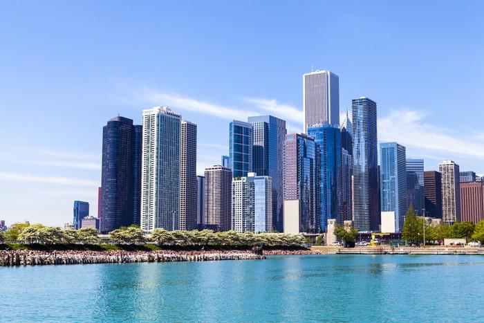 Fotomural Horizonte de Chicago con el cielo claro azul • Pixers ...