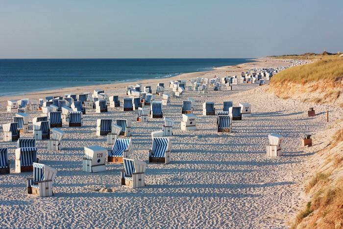 Vinylová Tapeta Strand mit Strandkörben bei Kampen auf Sylt im abendlicht - Německo