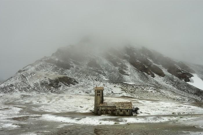 Vinylová Tapeta Alpine Kirche im Winter č.1 - Roční období