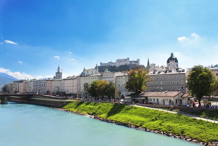 Vinylová Tapeta Pohled na město Salzburg a řeky Salzach, Rakousko - Evropa