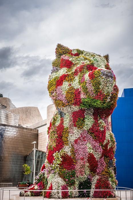 Vinylová Tapeta Květinový pes v Bilbau - Evropa