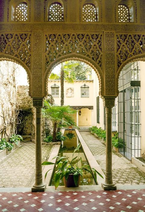 Columnas árabes en un patio Wall Mural • Pixers® • We live to change