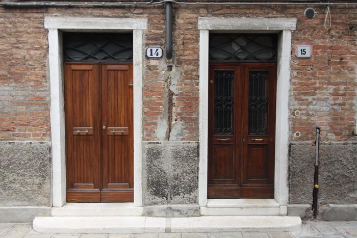 Papel pintado puertas venecianas pixers vivimos para for Puertas venecianas