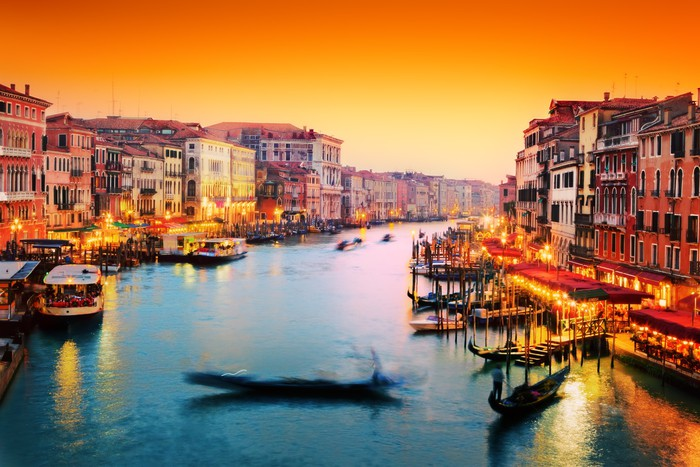 Venice italy gondola floats on grand canal at sunset for Castorama mestre