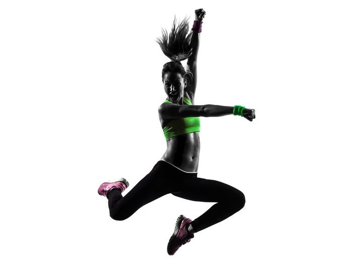 Sticker vitre Femme exerçant Zumba Fitness silhouette de saut de danse d71e57ace1b
