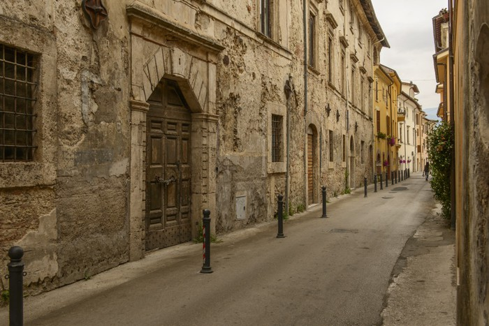Vinylová Tapeta Staré domy v San Francesco ulici, Rieti - Evropa