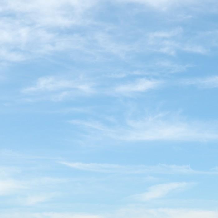 Fototapete leichte wolken in den blauen himmel pixers for Jugendzimmer 6457