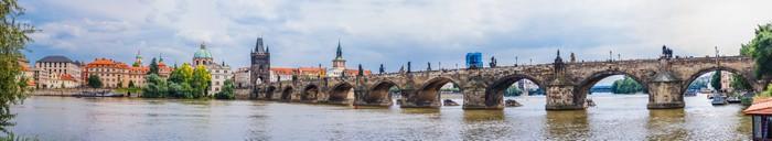 Vinylová fototapeta Karlov nebo Karlova mostu a řeku Vltavu v Praze v létě - Vinylová fototapeta