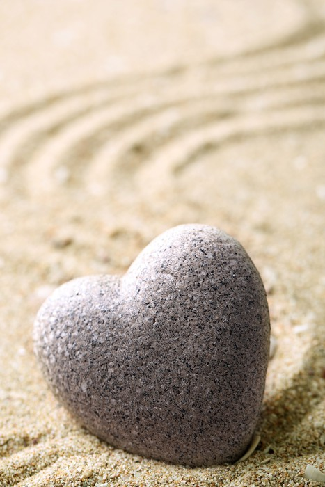 papier peint motifs gris pierre zen en forme de coeur sur fond de sable pixers nous. Black Bedroom Furniture Sets. Home Design Ideas