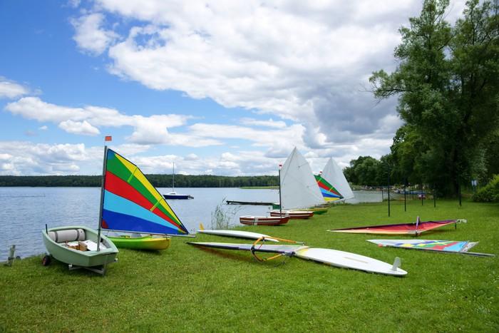 Vinylová Tapeta Plachtění, plachetnice Optimist a Windsurfing desky - Vodní sporty